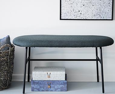 c020ef602 Čierna lavica s kovovými nohami AALBORG.