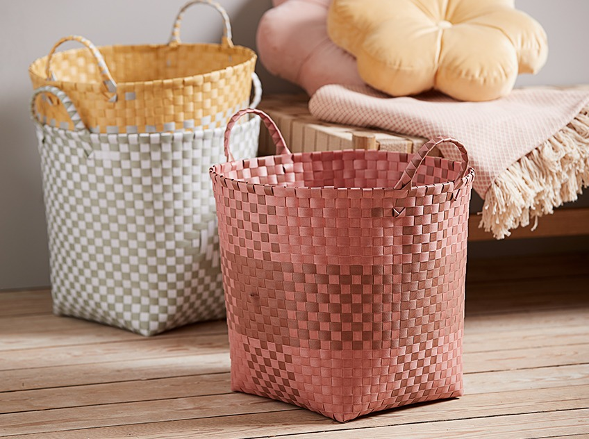 Baskets in brown, yellow and grey