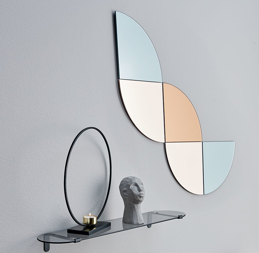 Wall with glass shelf and grey, rose and gold mirror